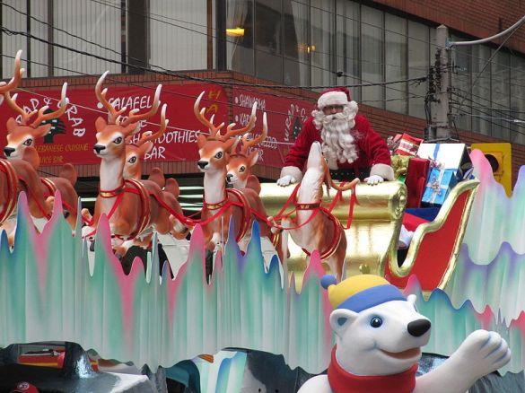 santa-claus-parade-toronto-2009-christmas-16715093-800-600