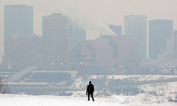 EDMONTON ALBERTA, JANUARY, 29, 2009: Andrew Nelson walks past the smog covered skyline in Edmonton Alberta on Friday January 28, 2009. Photo by John Lucas/Edmonton Journal