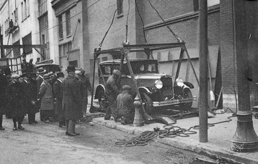 Motor Show, preparing first car for hoisting, Simpson Bldg. - January 4, 1929